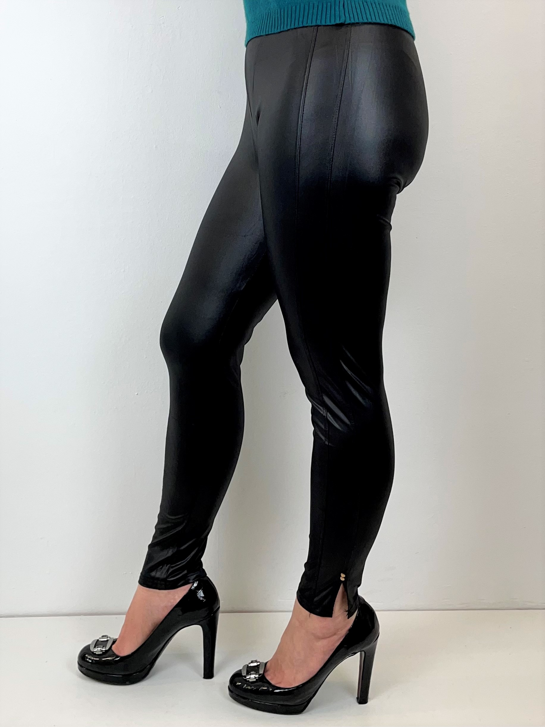 Schwarze Leggings in Lack-Optik