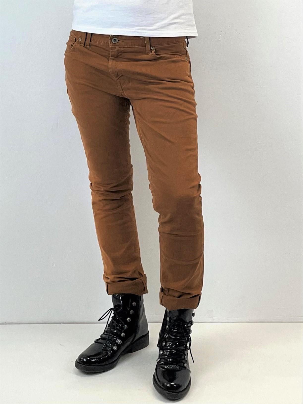 Skinny Jeans in Braun