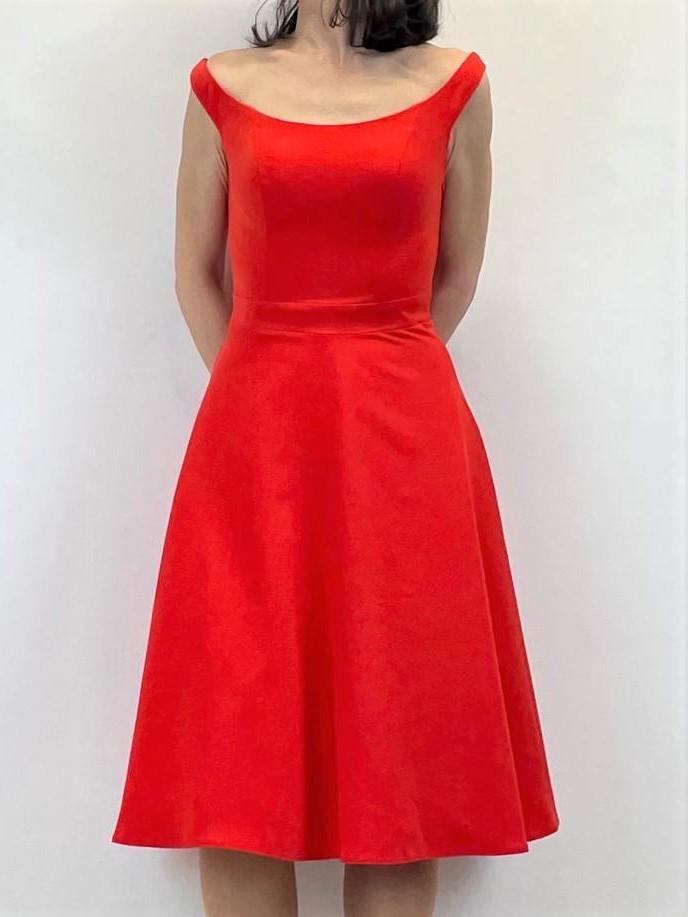 Rotes Coctailkleid mit Schnürung am Rücken
