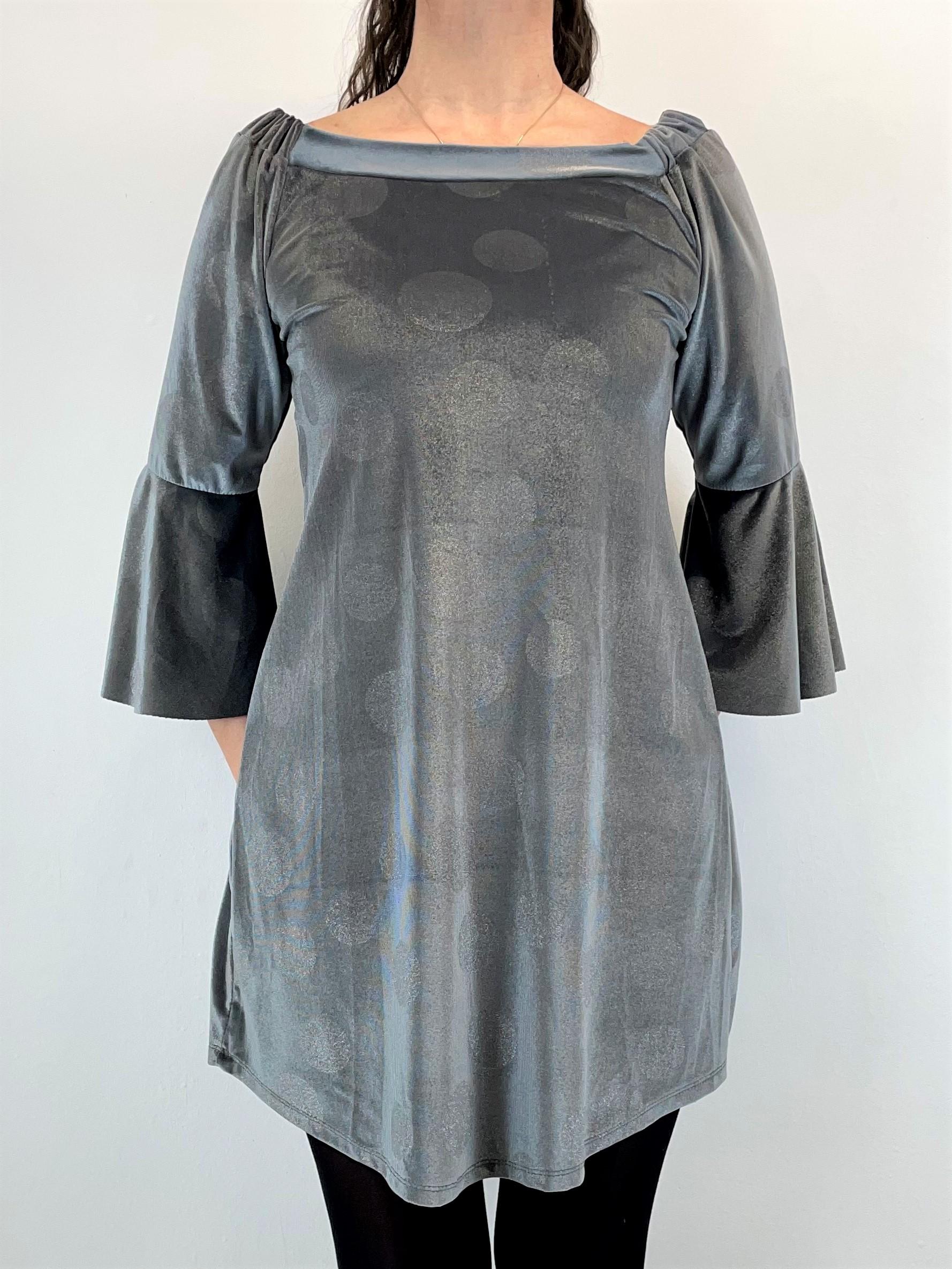 Kurzes Samtkleid in Grau