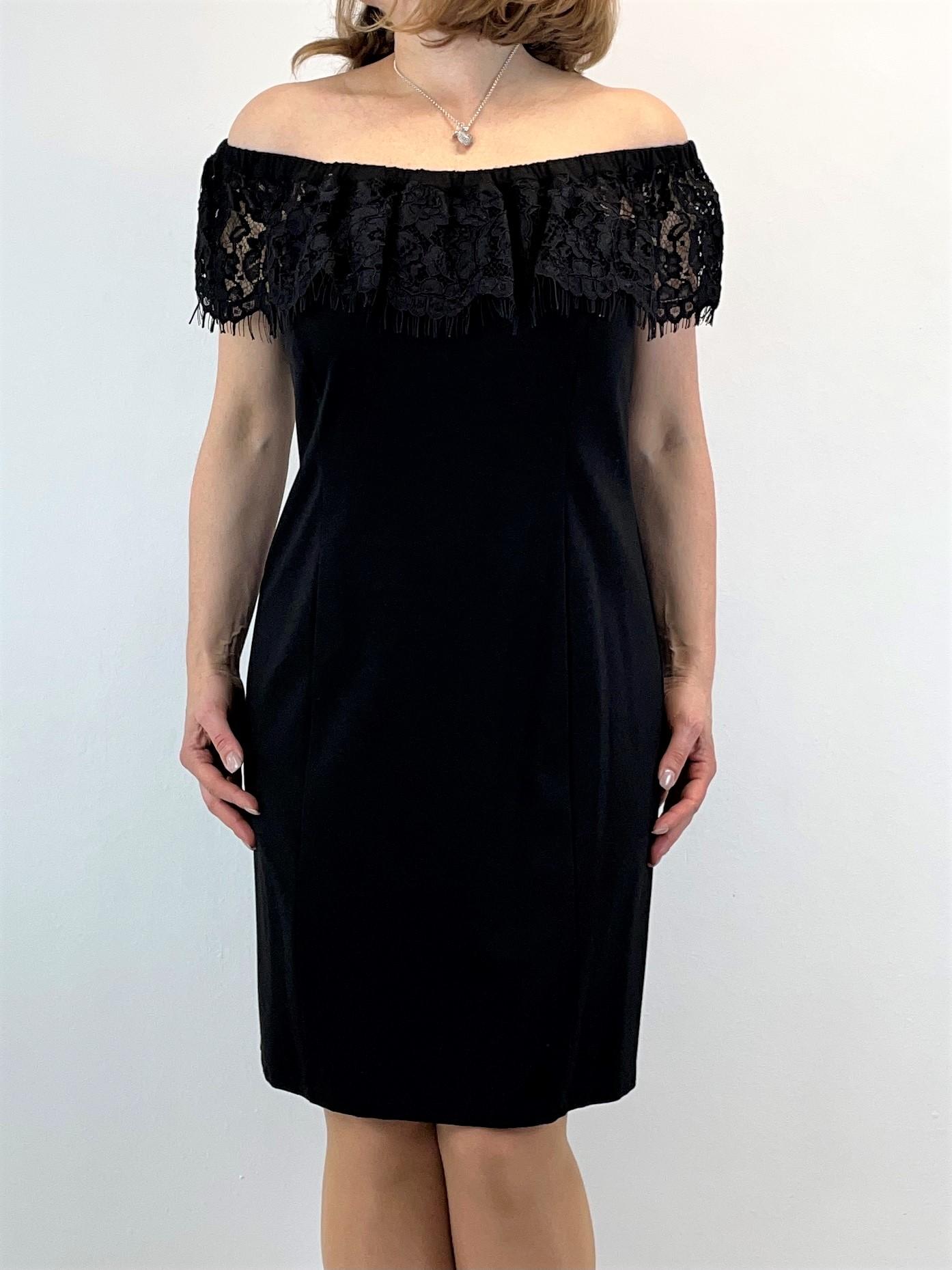 Off-Shoulder-Kleid mit Spitzenbesatz